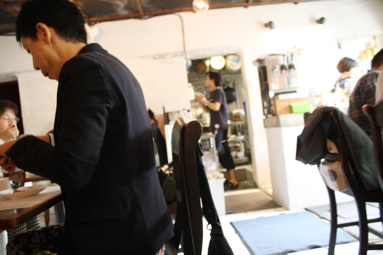 海南鶏飯食堂 麻布店の店内